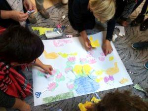 Uczestniczki malowały, rysowały, wycinały, tworzyły kolaże. Ćwiczeń było mnóstwo!
